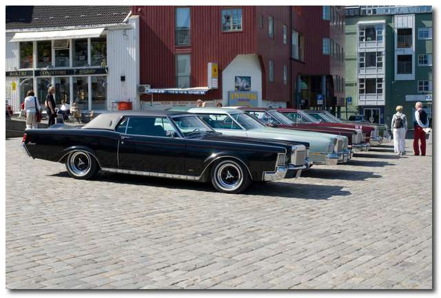 Lincoln & Continental Club of Norway har parkerat vid Ravnkloa